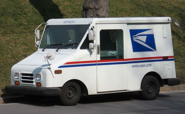 800px-USPS-Mail-Truck