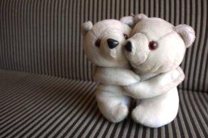 3892-teddy-bear-couple-hug