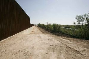 800px-New_border_line_wall